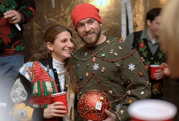 diy-ugly-christmas-sweater-ideas-beads-mini-christmas-gifts