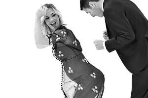 ilary-blasi-incinta-look-floreale-a-le-iene