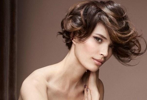 tagli-per-capelli-corti-e-mossi