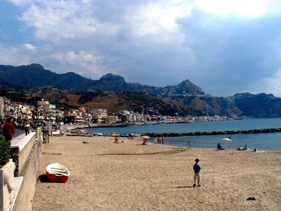 spiaggia-giardini-naxos