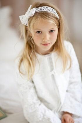 Sognare bambina con capelli lunghi