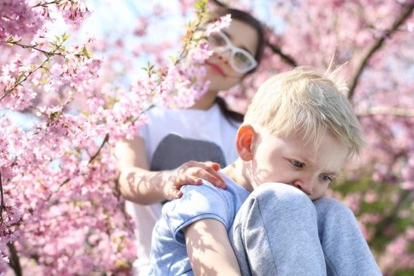 Bambini, 10 consigli per affrontare il mal di primavera