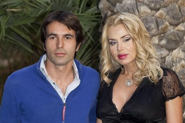 Valeria Marini è Incinta al Quarto Mese di Gravidanza!