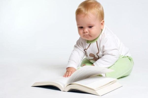 Libri e musica, perché sono importanti per il neonato