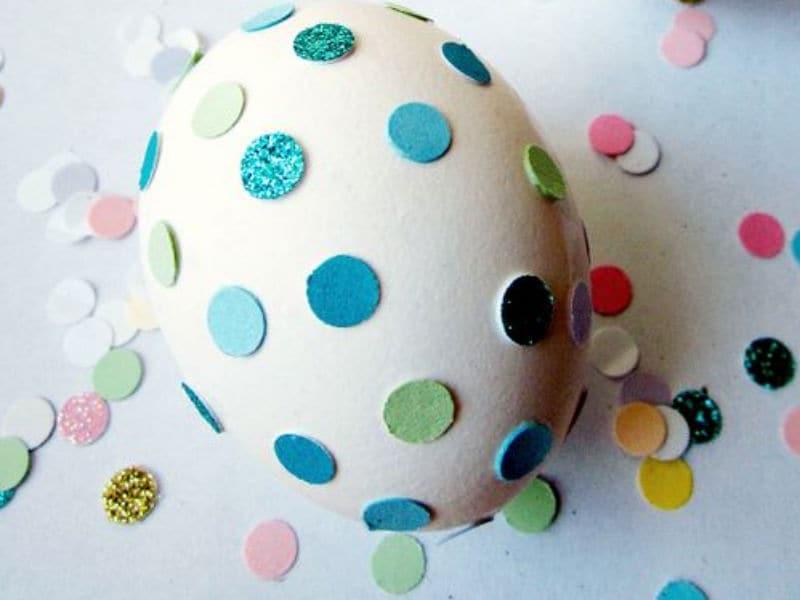 Colorare le uova di pasqua con i bambini - Uova decorate per bambini ...