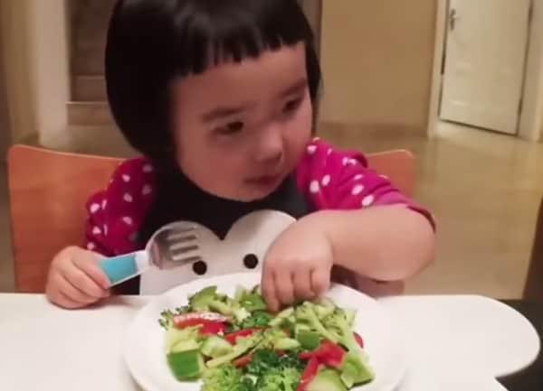 bimba-cinese-mangiona.600