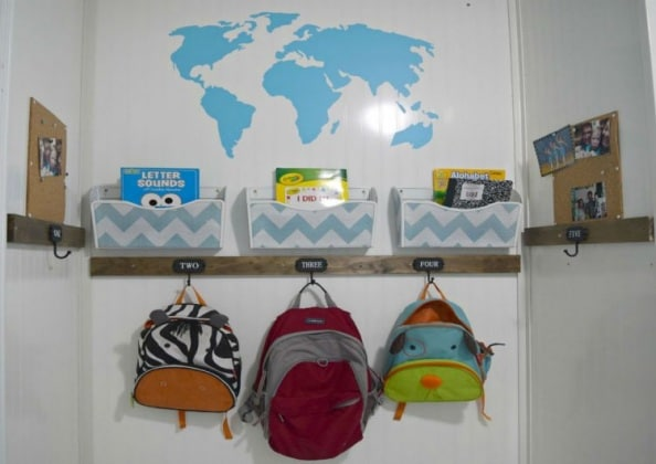 diy-kids-wall-backpack-organizer-750x530