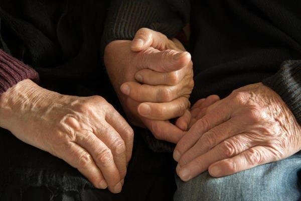 mani-coppia-anziani.600