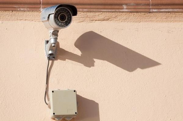 surveillance-camera-573532_640.600