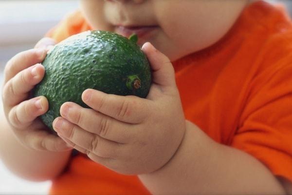 Dieta vegana per bambini: si può fare, e a quali condizioni?