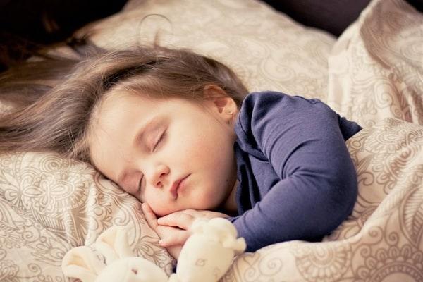 Bimbi e riposo: 8 cose da sapere sull'importanza del sonno per i vostri figli