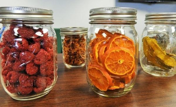 frutta candita e disidratata