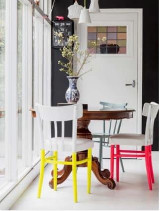Come abbinare lo stile moderno con il vintage il mix - Tavolo moderno sedie antiche ...