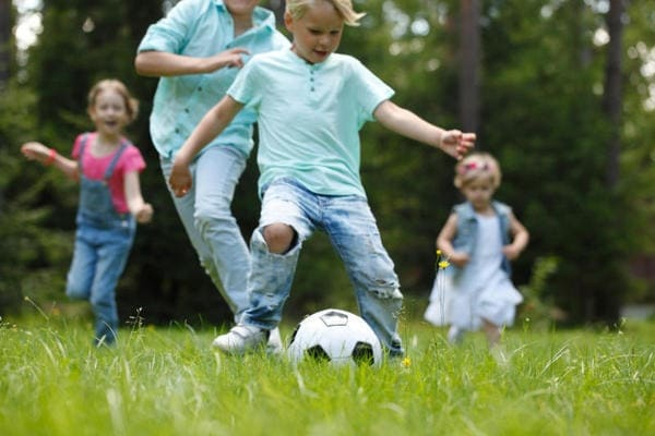 Giocare a pallone aiuta la crescita delle ossa