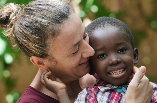 madre-figlio-adozione.600