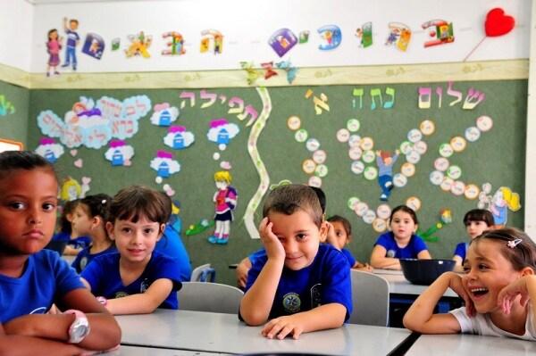 Risultato immagini per bambini a scuola