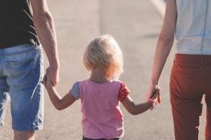 spiegare-al-bambino-che-mamma-e-papa-vanno-a-lavorare