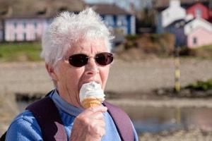 anziana-nonna-gelato