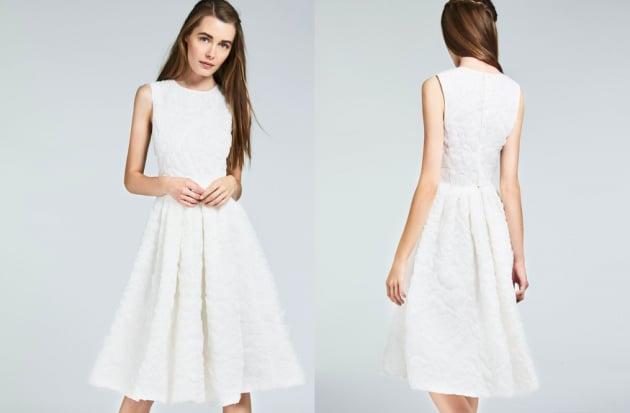 b81bd3d7274c Di una semplicità disarmante e proprio per questo elegantissimo l abito che  sta bene a tutte. Prezzo  1.600 euro