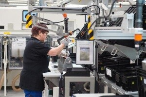 lavoratrice-fabbrica.600