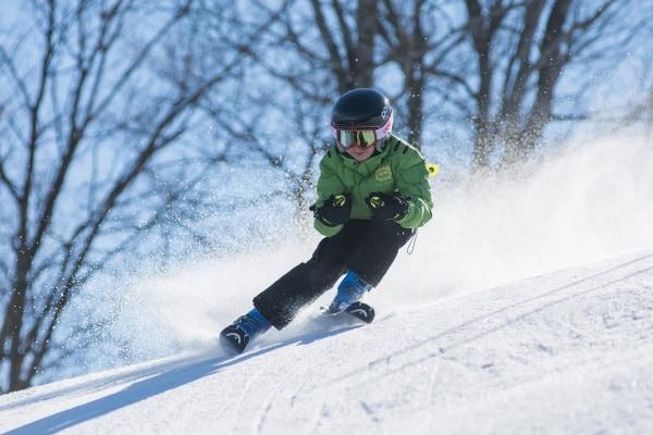 Bambini sulla neve: sci o snowboard?