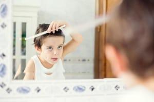 bambino-specchio-pettine.600