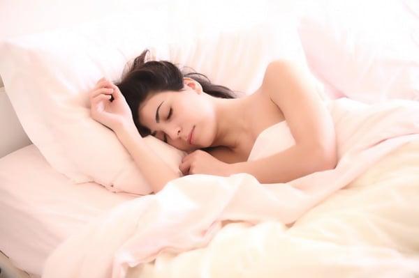 Dormire Con Il Cuscino Tra Le Gambe.Sonno 9 Posizioni Che Influenzano La Salute E Che Cosa