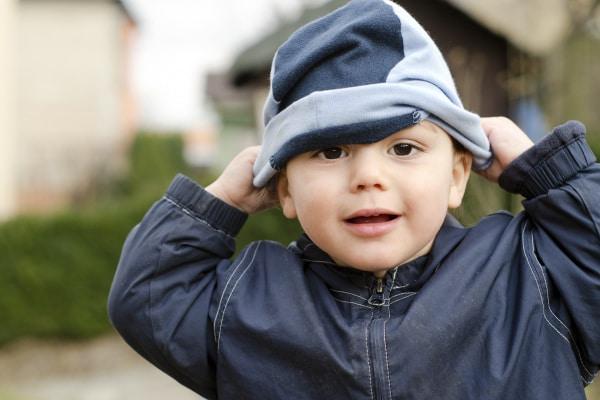 Come far tenere il cappellino, i guantini e le calzine bimbi