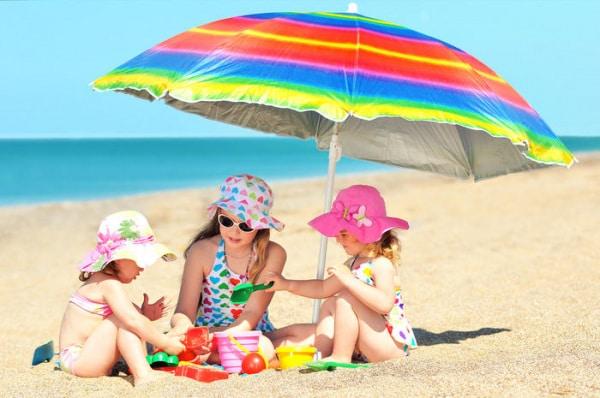 Giocattoli da spiaggia: i più belli per giocare con la