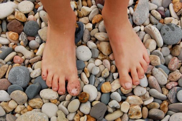 Parco sensoriale per bimbi a piedi nudi