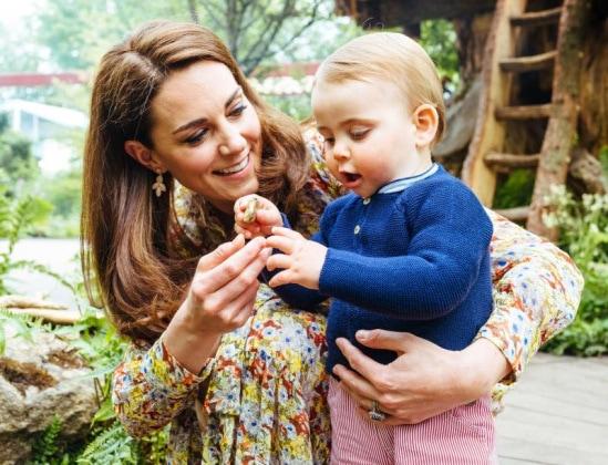 Kate e William, famiglia felice con i bambini al parco