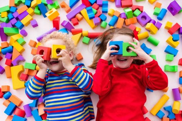 Bambini e giochi: come scegliere quello giusto a seconda dell'età
