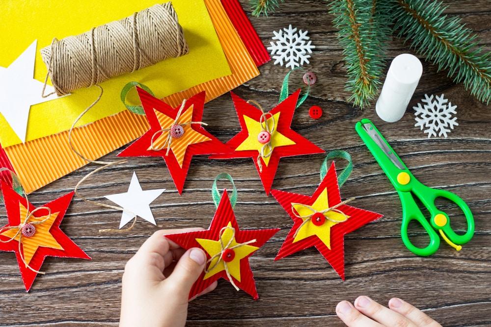 Lavoretti Di Carta Natale Bambini.10 Lavoretti Di Natale Con La Carta Nostrofiglio It